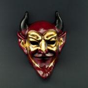 diavolo rosso con maschera dorata
