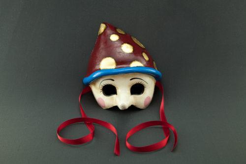 pinocchio con cappello rosso
