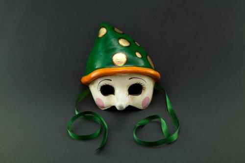 pinocchio con cappello verde