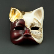 gatto rosso con musica e foglia d'oro