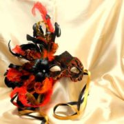 Colombina tessuto rosso e nero seta e piume