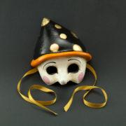 pinocchio con cappello nero
