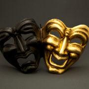 tragedia commedia nera e oro
