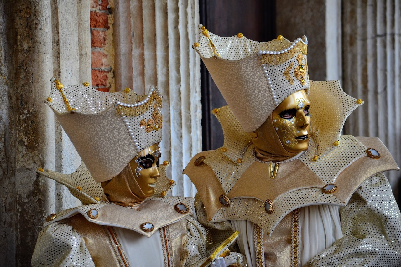 coppia maschere dorate