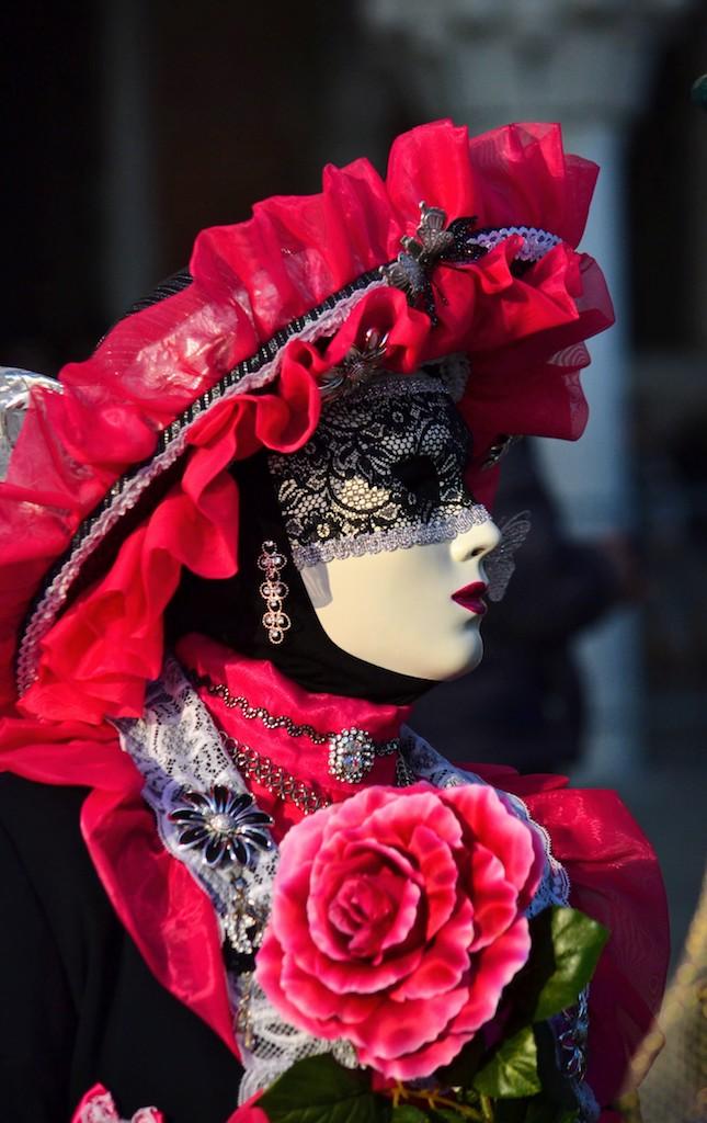 maschera con rosa